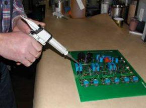Metering ISO-CAST A 765 MI using a mastic gun